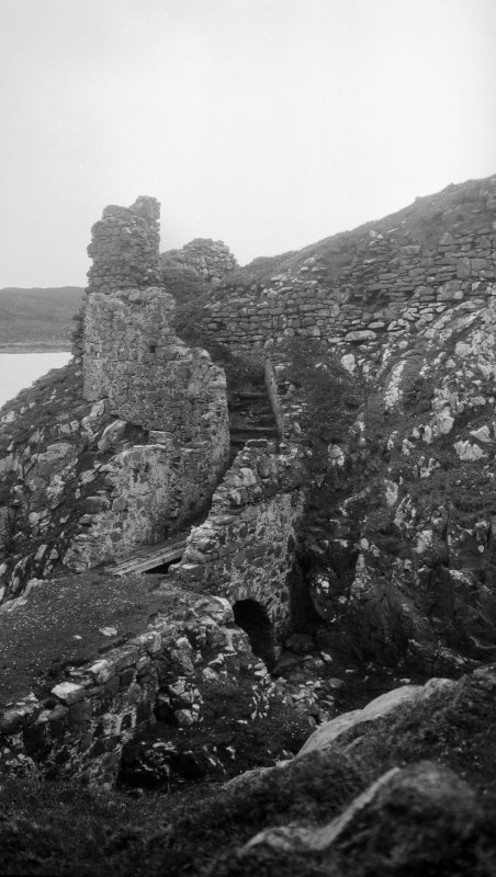 Dun Scaich, Skye. View of the entrance from the north east.