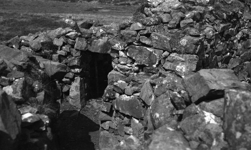 Dun Fiadhairt, entrance to northern guard chamber.
