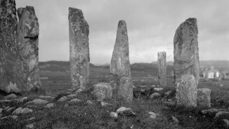 Callanish, chambered cairn from south.
