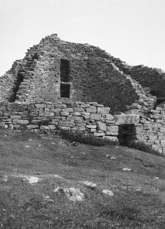Dun Carloway. View of entrance from north-west.