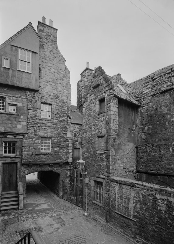 Rear view of Huntly House and 142 (146) Canongate, Bakehouse Close, Edinburgh