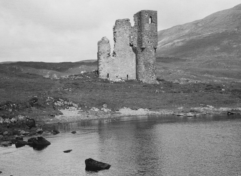 General view of Ardvreck Castle.