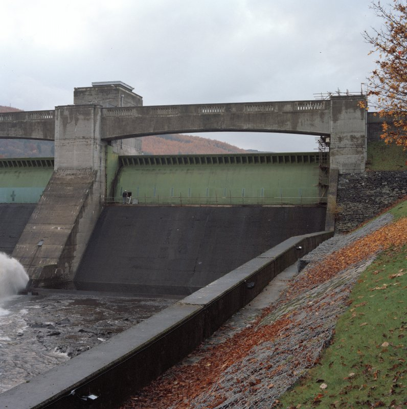 General view of spillways and automatic drum gates from NNE
