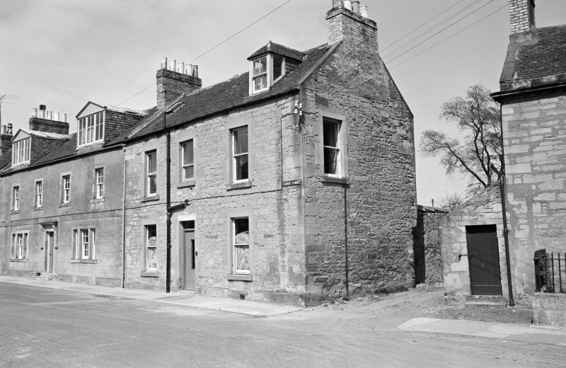 View of 9 and 10 Currie Street, Duns from south west