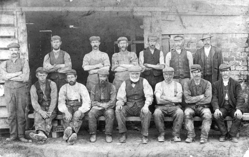 Kilchattan Brick and Tile Works. Group photograph showing the work force at Kilchattan with accompanying sketch key identifying all the men.