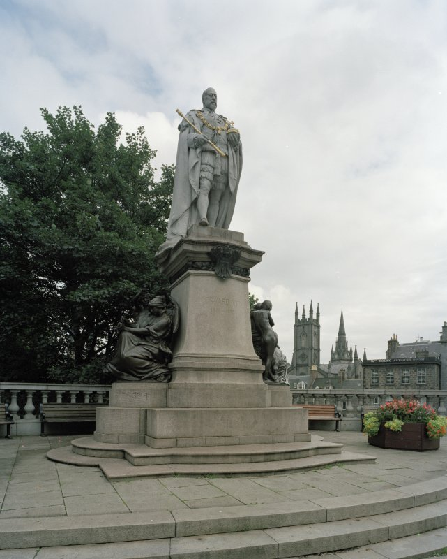 Edward VII statue by  A Drury 1914 at South. View from South
