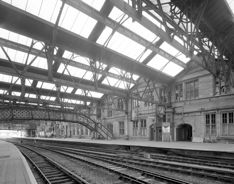 Perth, Leonard Street, General Station Platform 4:  general view from north of beneath main canopy, showing east side of main Station offices, and footbridge (built by Alex Findlay of Motherwell in 1893)