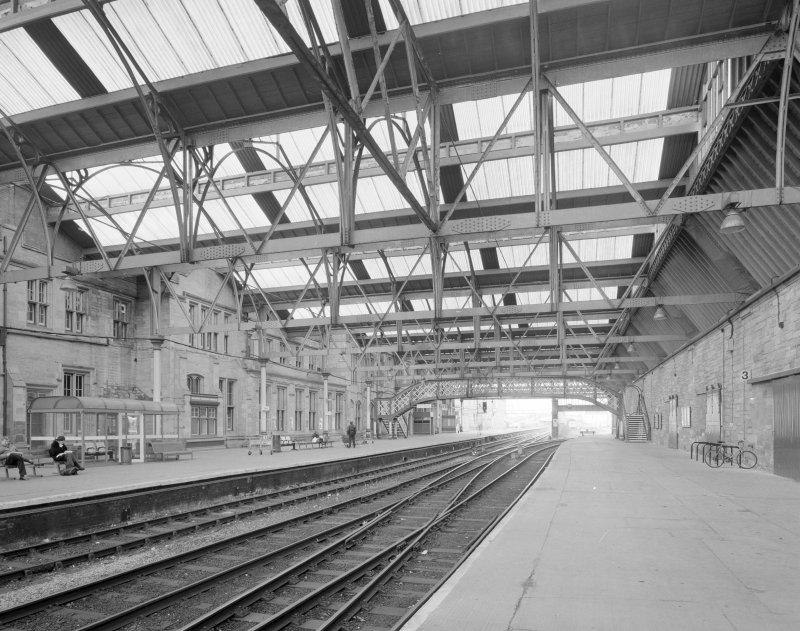 Perth, Leonard Street, General Station Platform 4: view of central part of east facade of the Station's main offices, also showing details of steel-framed, glazed main canopy