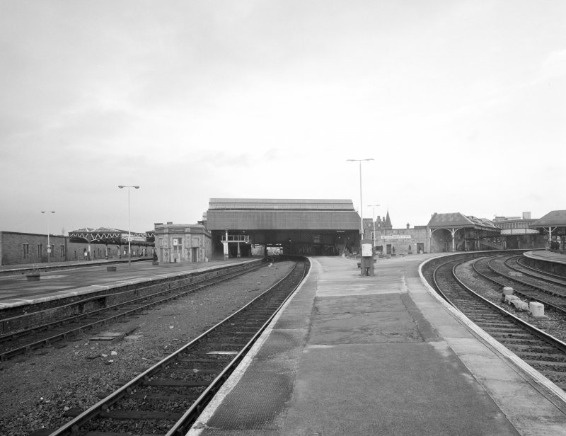 Perth, Leonard Street, General Station Platforms 2 & 3: view from south showing south side of station, and bi-furcation of lines, Platform 3 (left) going north to Inverness, and Platform 2 (right) serving trains to Dundee and Aberdeen