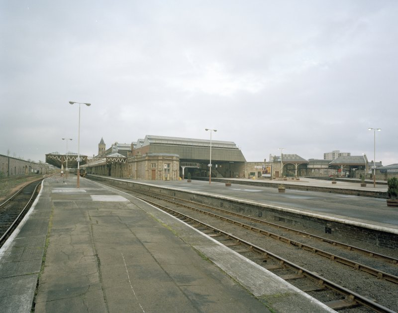 Perth, Leonard Street, General Station General view from south of south side of Station, showing main portion of station (centre) serving trains north to Inverness, and (right) Platforms 1 & 2 serving trains to Dundee and Aberdeen