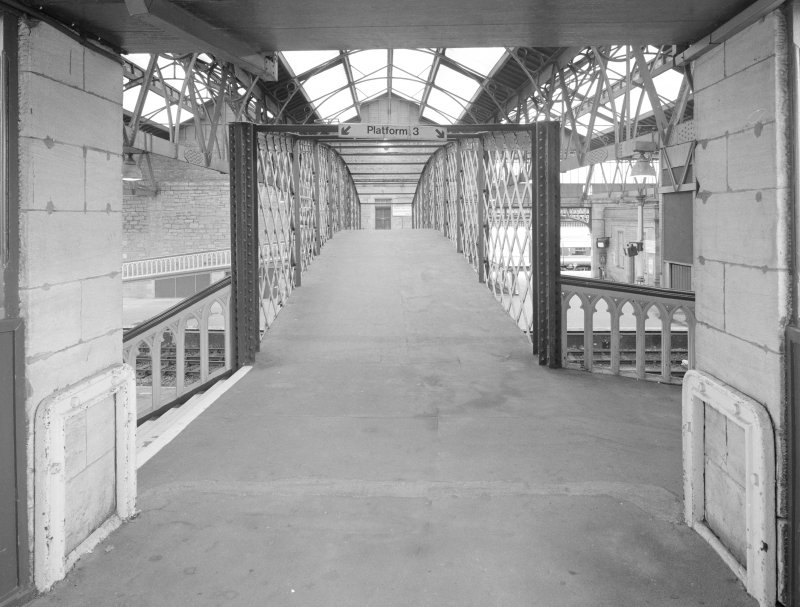 Perth, Leonard Street, General Station Detailed view from east of south footbridge linking Platforms 3 and 4 (from Platform 3 side)