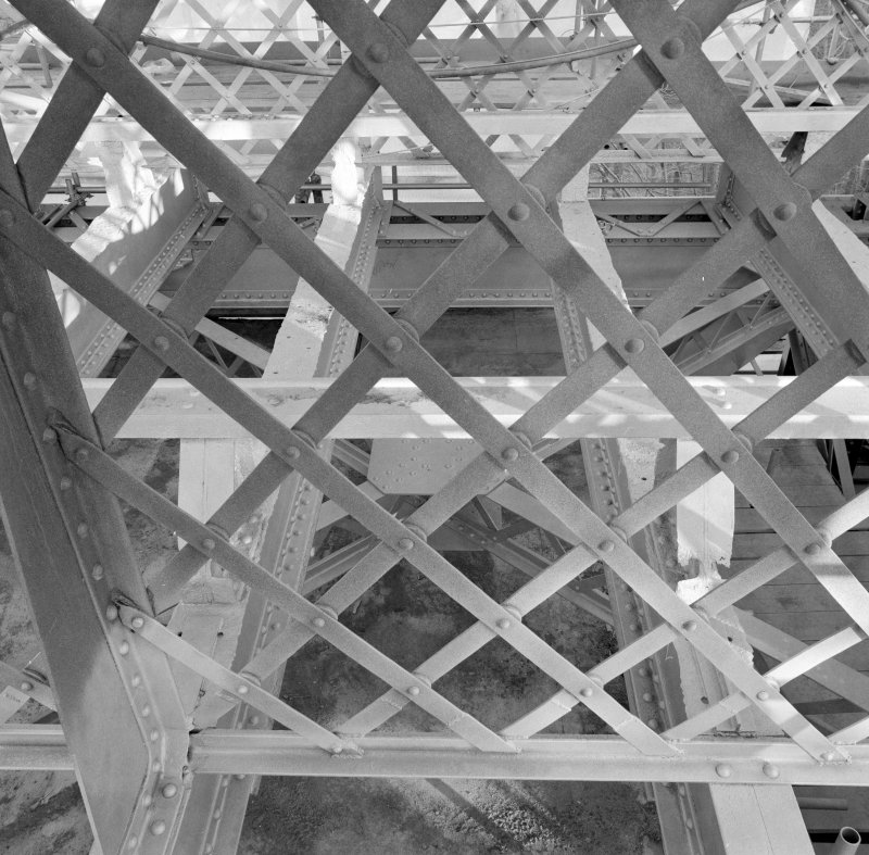 Detail of the lattice parapet and deck.