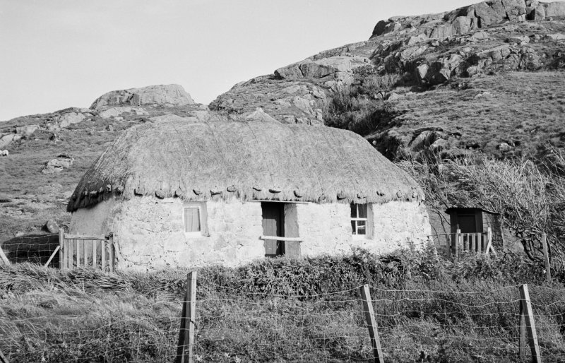 View of thatched cottage in Sanna