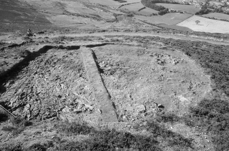 Excavation photograph : area VII - f712 (at level) looking west.