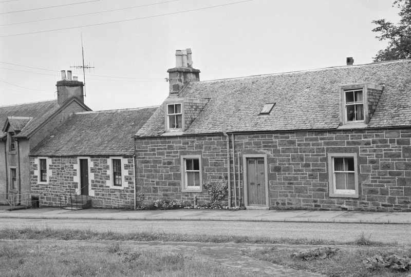View of houses on east side of Willoughby Street, Muthill, showing Parkview and St John's Cottage.