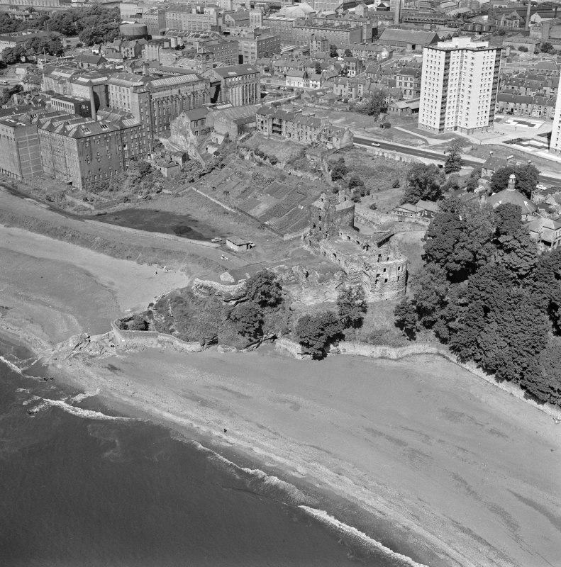 Oblique aerial view centred on Ravenscraig Castle, Kirkcaldy, showing Pathhead tower block and Ravenscraig Maltings from east.