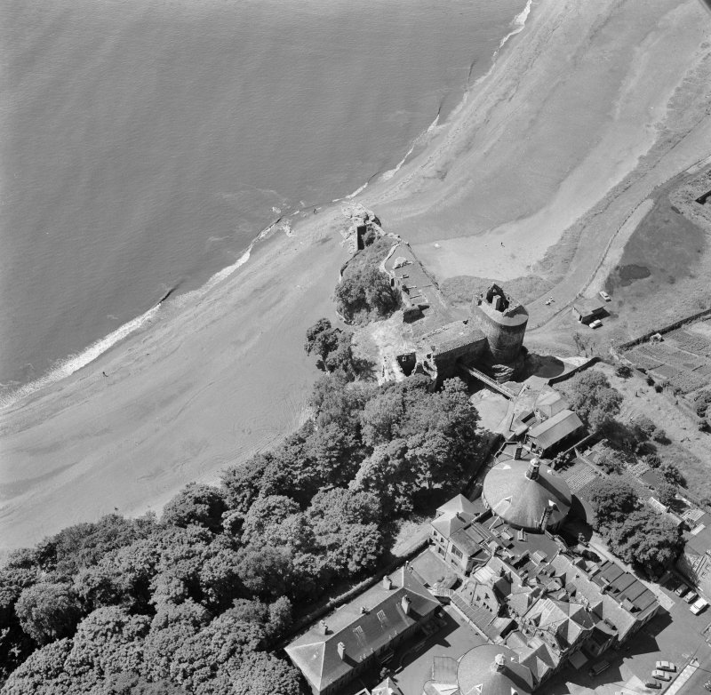 Oblique aerial view of Ravenscraig Castle from north east