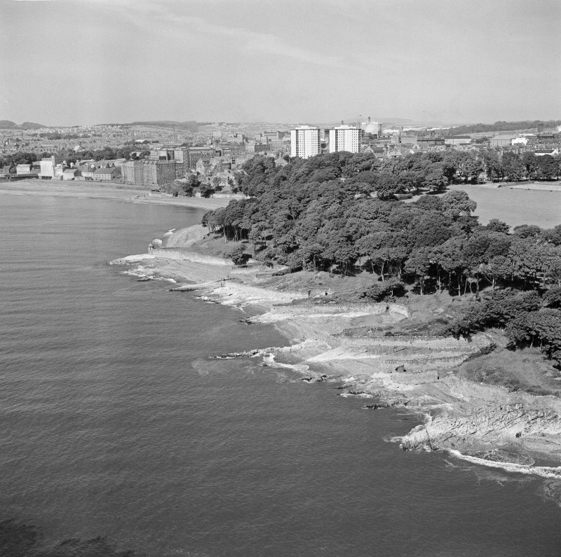 Oblique aerial view of Ravenscraig Castle and Pathhead tower blocks, Kirkcaldy from north east.