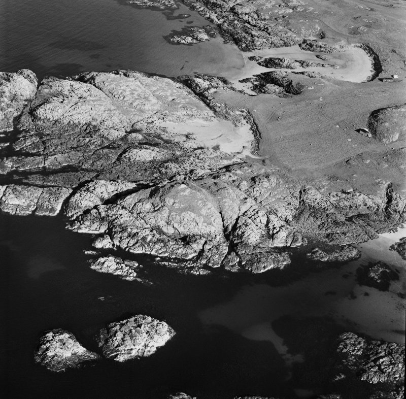 Oblique aerial view of Dun Morbhaidh centred on the remains of a fort, taken from the W.