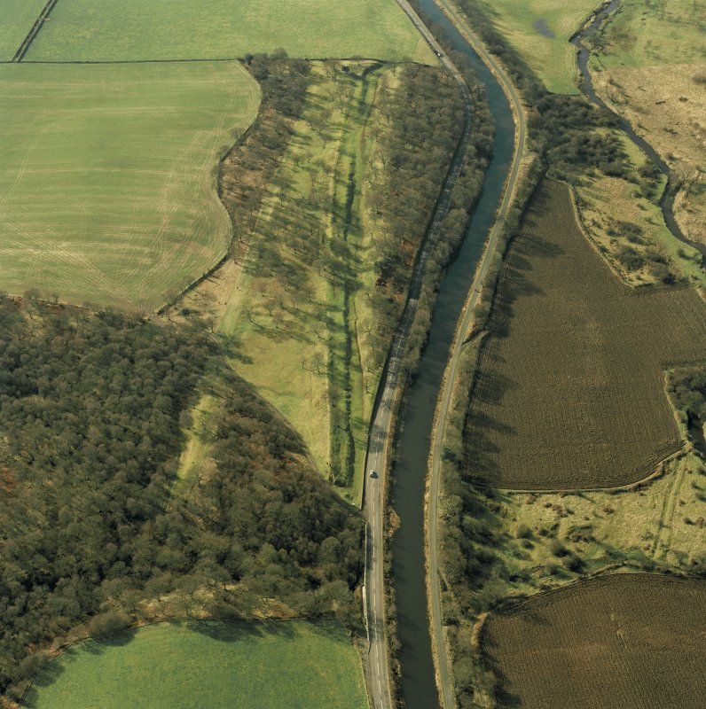 Aerial view of the Antonine Wall (c. 814 794) and Seabegs Wood fortlet, taken from the E.