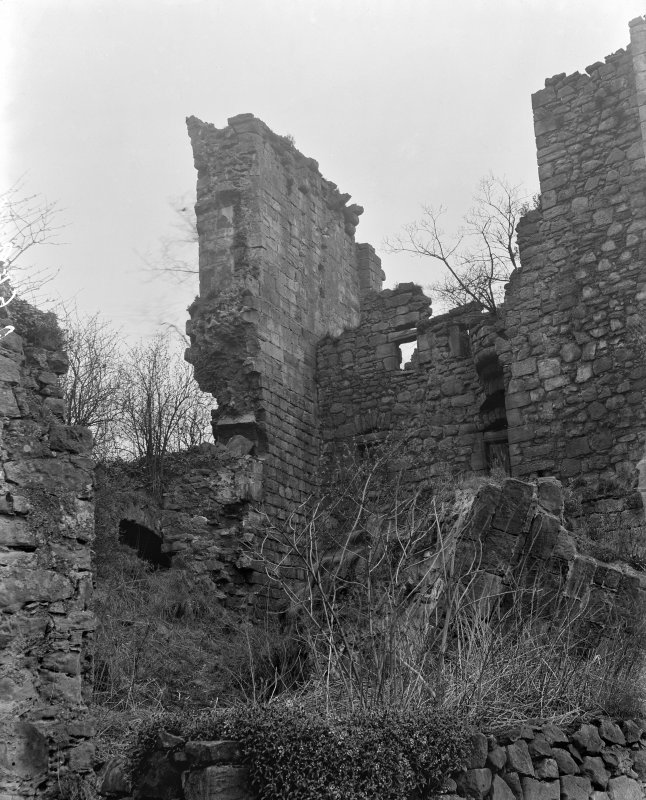 Ruined walls, Aberdour Castle