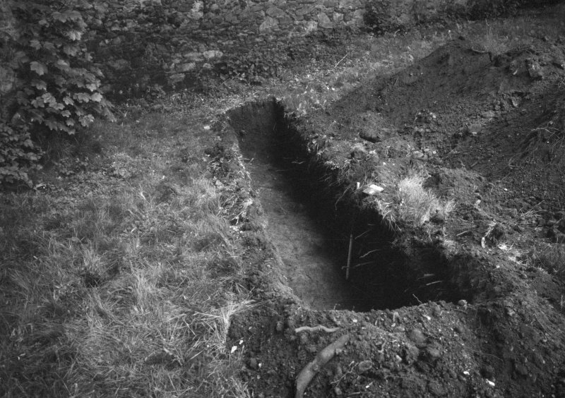 Excavation photograph : details of trench B, looking south.