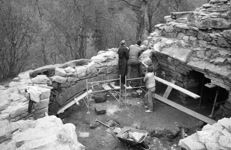 Craignethan Castle Excavations 1984 Frame 17 - Installation of temporary support to allow demolition of arch of kitchen fireplace