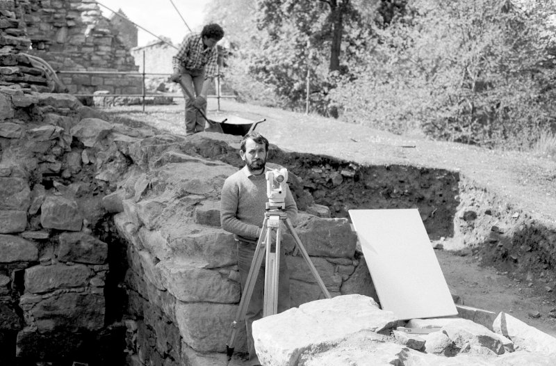 Craignethan Castle Excavations 1984 Frame 10 - John Lewis in reflective mood: the joys of setting up a grid on a wall!
