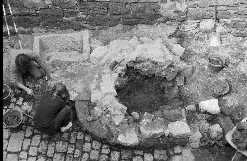 Craignethan Castle Excavations 1984 Frame 15 - The kiln during excavation