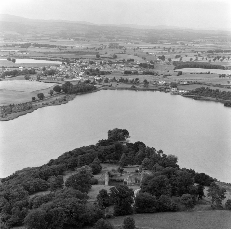 Oblique aerial view of Lochmaben Castle from S.