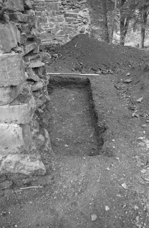 Rossdhu Castle Excavations, June and August/September 1996 Frame 33 - North arm of Trench 20 - from east