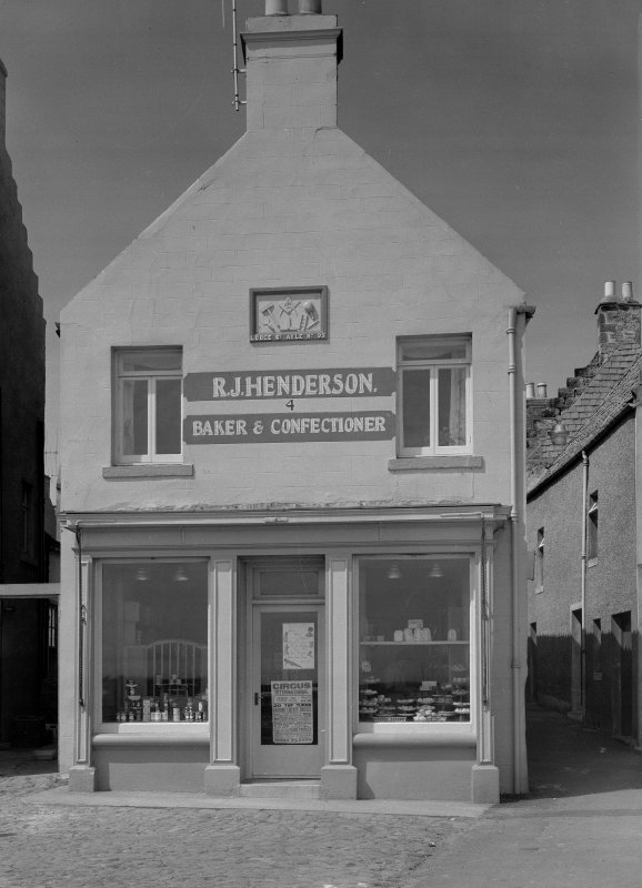 View of 4 Shore Street, Anstruther Easter, from SE, showing R. J. Henderson, Baker & Confectioner.