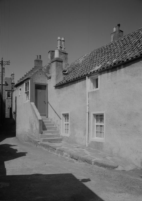 View of 7 Castle Street and corner of Wightman's Wynd, Anstruther Easter, from SW.