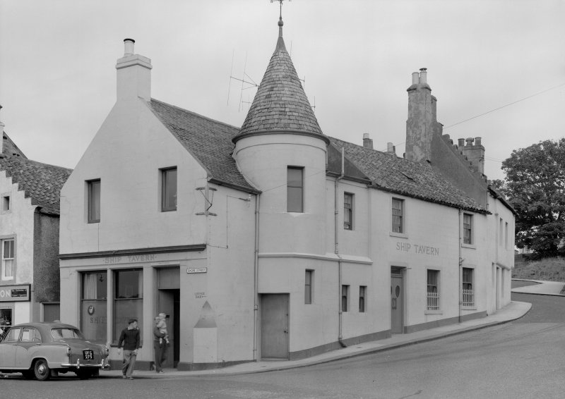 View of the Ship Tavern, 1 Haddfoot Wynd, Anstruther Easter, from SE.