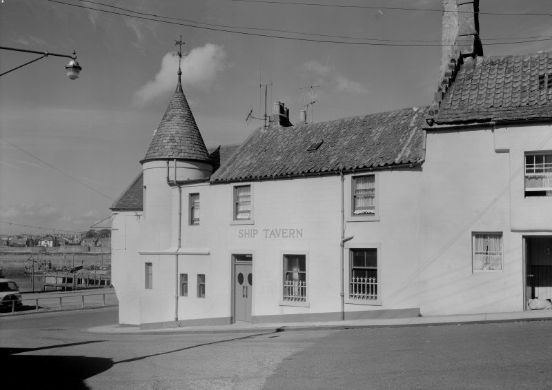 View of the Ship Tavern, 1 Haddfoot Wynd, Anstruther Easter, from E.