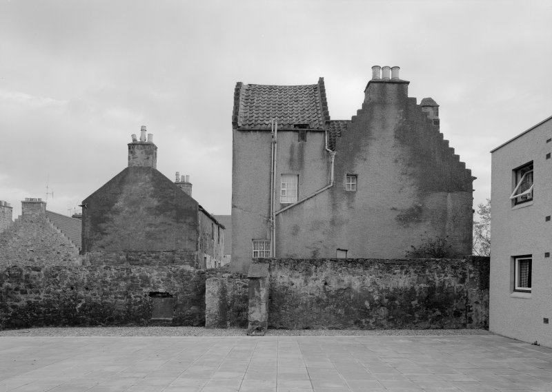 View of 21 Fitzroy Street and St David's, Dysart, from W.