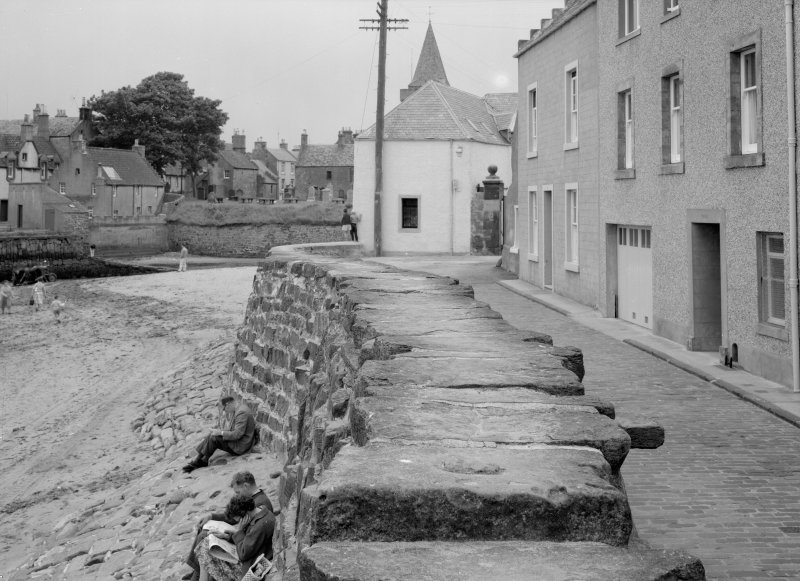 View of 6 Castle Street, Anstruther Easter, from E.