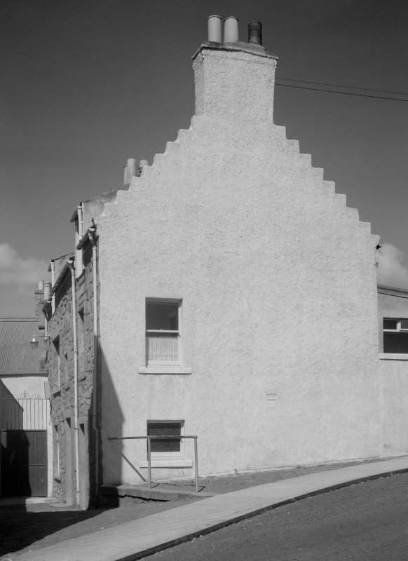 View of gable of 8 Haddfoot Wynd, Anstruther Easter.