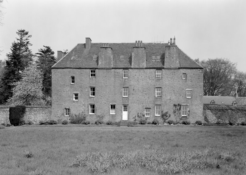 General view of Wedderlie House from S.