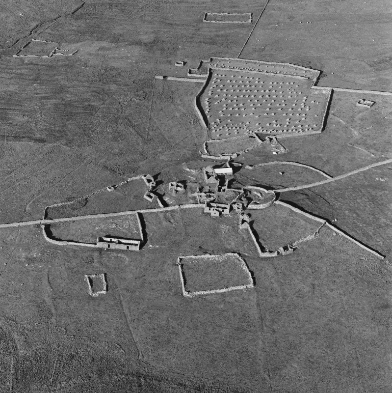 Oblique aerial view of Clumlie broch and township.