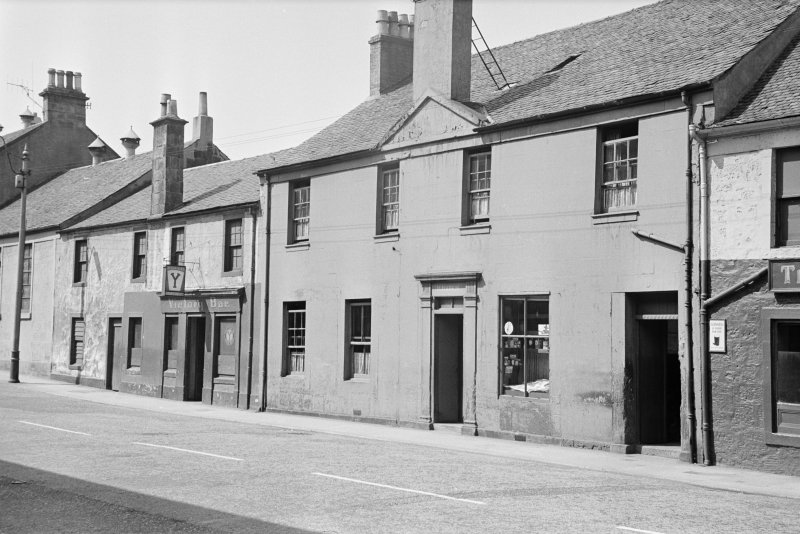 General view of 18-22 MacDowall Street, Johnstone, from NE, showing the Victory Bar.