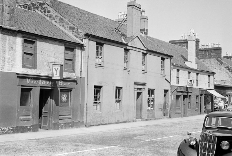 General view of 18-22 MacDowall Street, Johnstone, from SE, showing the Victory Bar.