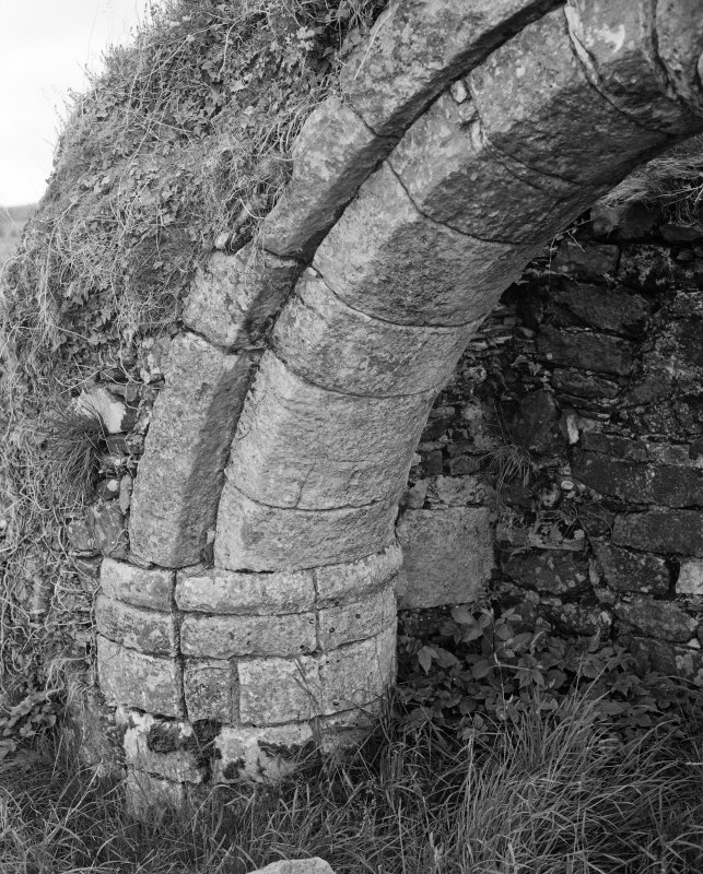 North burial aisle, detail of arch