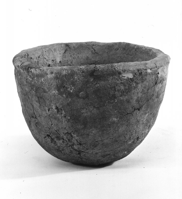 Beacharr, detail of a hemispherical bowl from the middle burial-compartment.