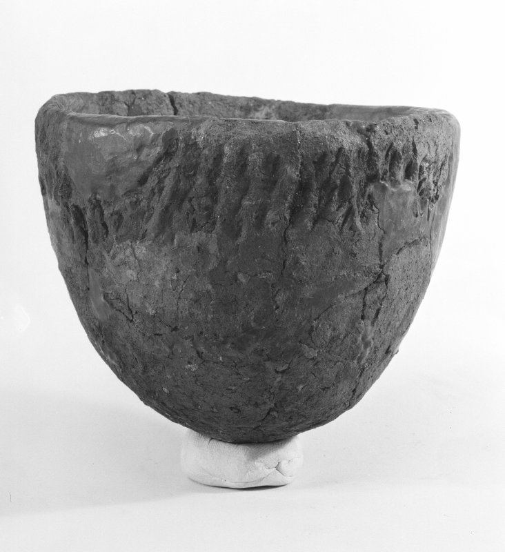 Beacharr, detail of round-bottomed cup from the inner burial compartment.