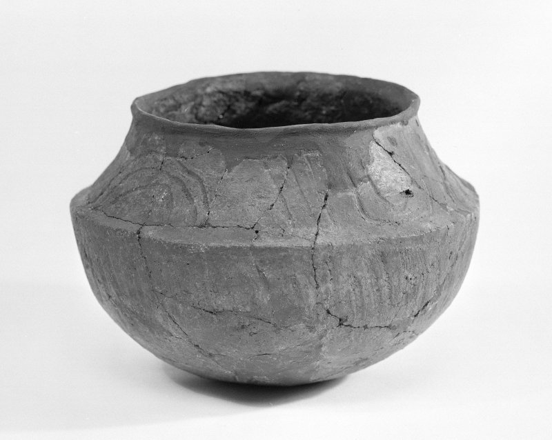 Beacharr, detail of carinated round-bottomed bowl from the inner burial-compartment.