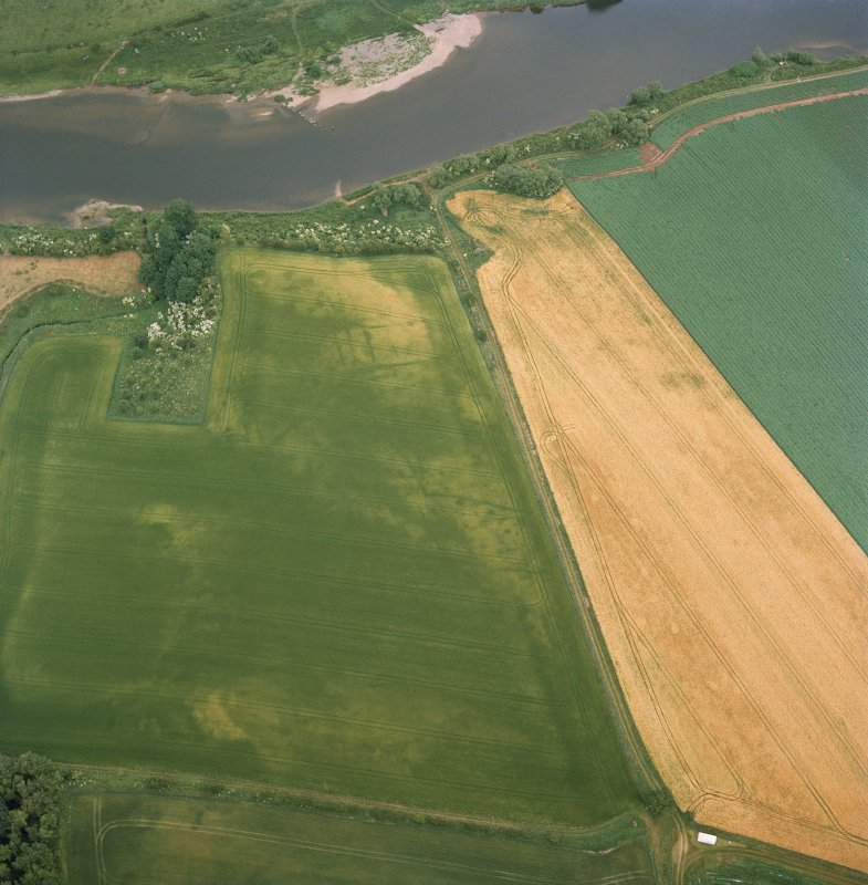 Oblique aerial view centred on the cropmarks of the deserted medieval village, taken from the W.