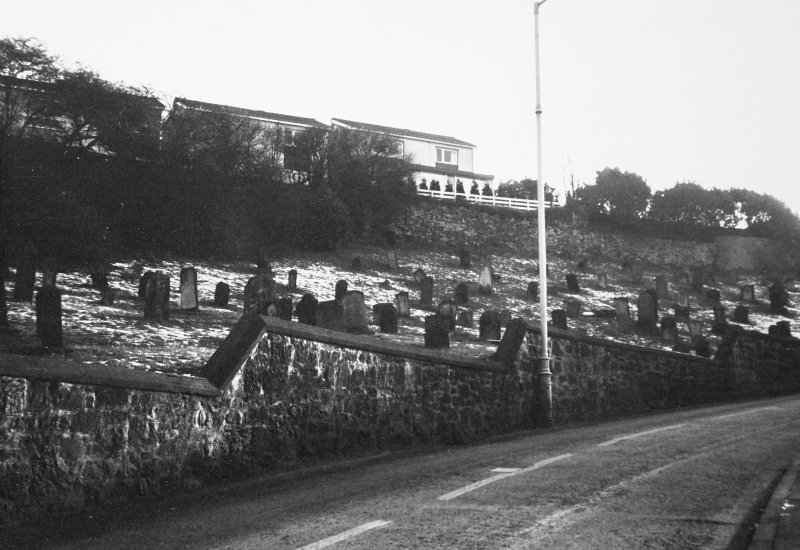 View of graveyard to E of Church Wynd.