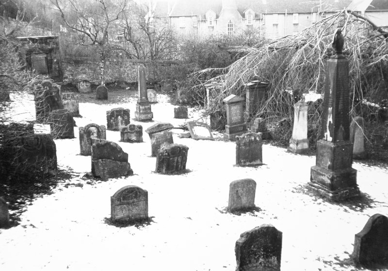 View of graveyard to W of Church Wynd.