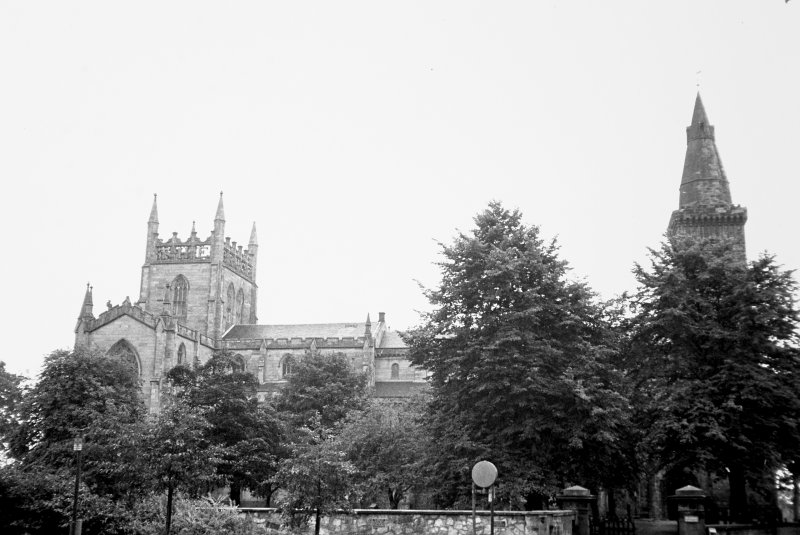 New Abbey Parish Church and Nave